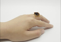 انگشتر هوشمند بدن انسان را به باتری زیستی تبدیل می کند