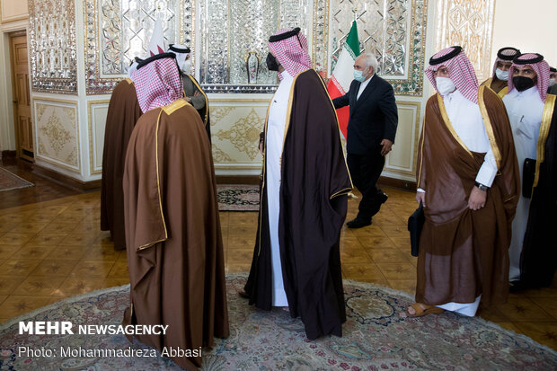 ظريف يستقبل وزير الخارجية القطري