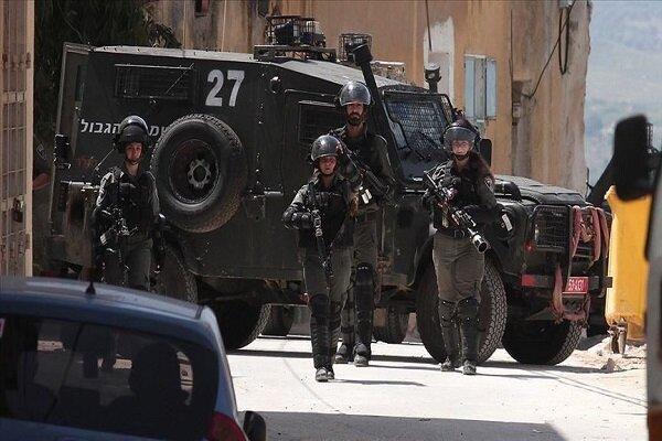 Israeli army arrests two Hamas leaders in West Bank