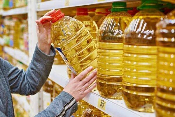 دلالان مرغ و روغن را از فروشگاههای زنجیرهای خریدو قاچاق میکنند