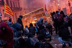 اعتراضهای مردمی در کاتالونیا اسپانیا/ دست کم ۳۰ تن زخمی شدند