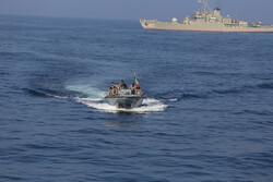 صحيفة: قوارب الحرس الثوري الإيراني تضايق سفينتين أمريكيتين