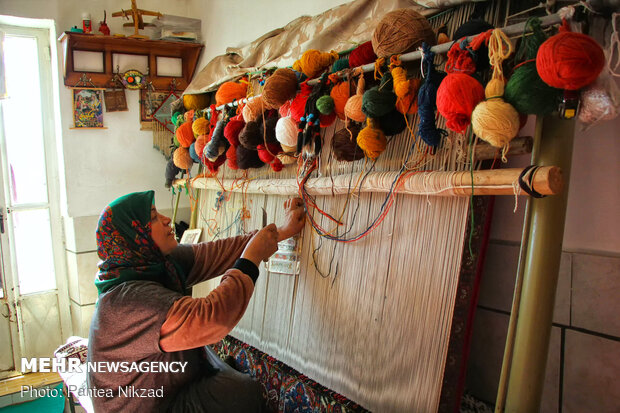 Traditional carpet weaving in Chaleshtar