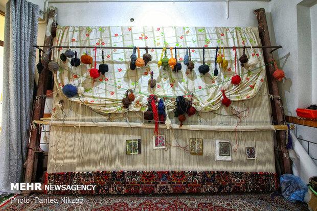 مصائب قالیبافان در بام ایران/ حکایت هنری از «عرش» تا «فرش»!