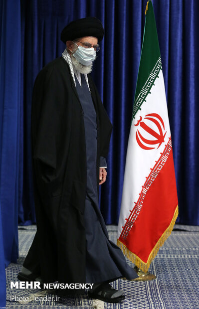 قائد الثورة الإسلامیة يلتقي أبناء محافظة أذربيجان شرقي