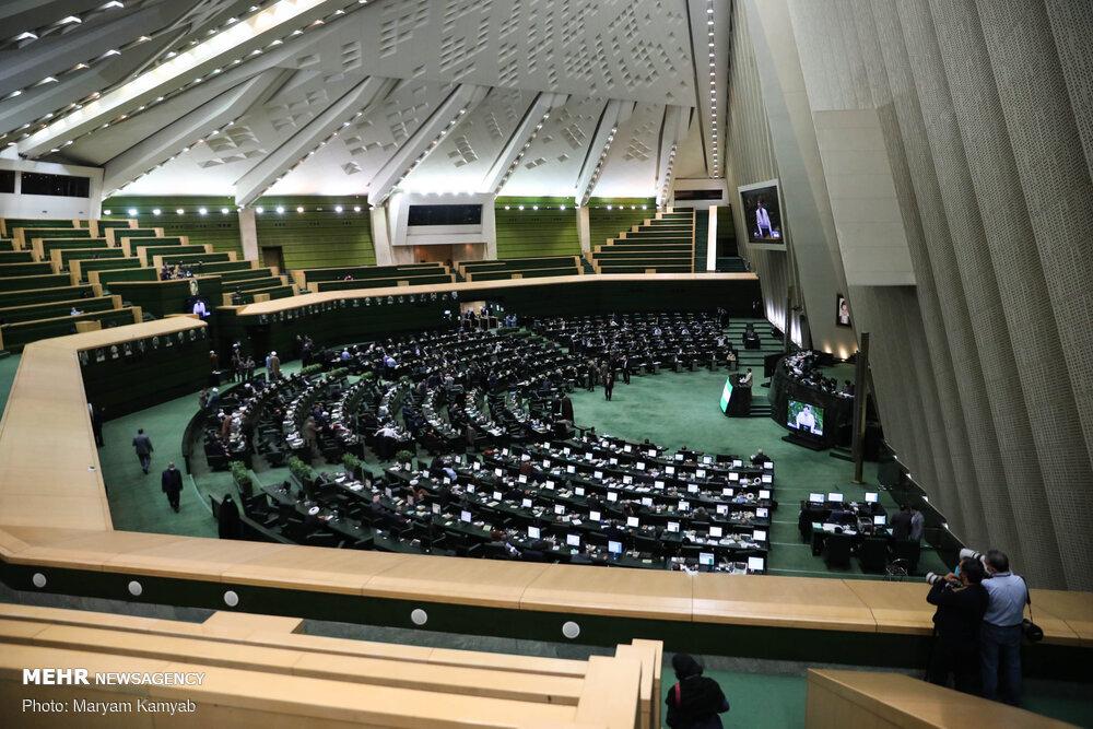 بررسی علل واژگونی اتوبوس خبرنگاران حوزه محیط زیست در مجلس