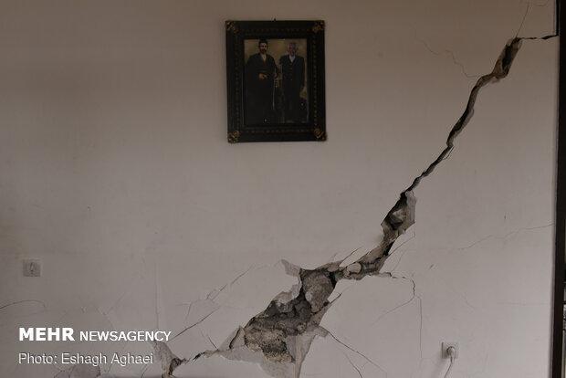 İran'daki depremde birçok bina hasar gördü