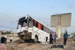 برخورد اتوبوس با گاردریل دربوانات ۱۰ مصدوم برجای گذاشت