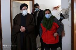 ایرانی عدلیہ کے سربراہ  کی سی سخت شہر میں زلزلہ سے متاثرہ افراد سے ملاقات