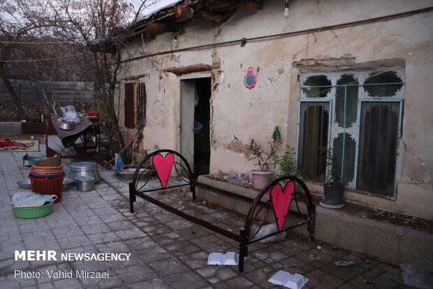 توزیع چادر در مناطق زلزله زده سی سخت