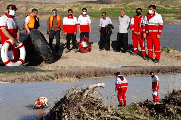 نجات جان ۲ فرد گرفتار شده در رودخانه سیمره دره شهر