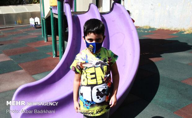 سیمای کودکان در پس ماسک های رنگی