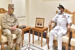 فرمانده تروریستهای «سنتکام» با مقام نظامی عمان دیدار کرد