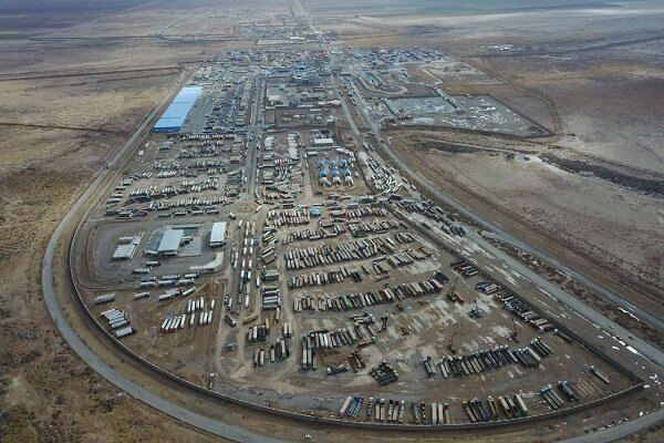 Normal Iran-Afghanistan border trade at Dogharoon continues