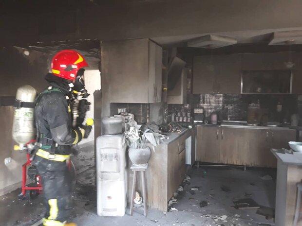 آتش سوزی آپارتمان چهار طبقه مسکونی در  شیراز مهار شد