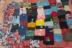 توزیع پوشاک در میان کودکان زلزله زده سی سختی انجام شد