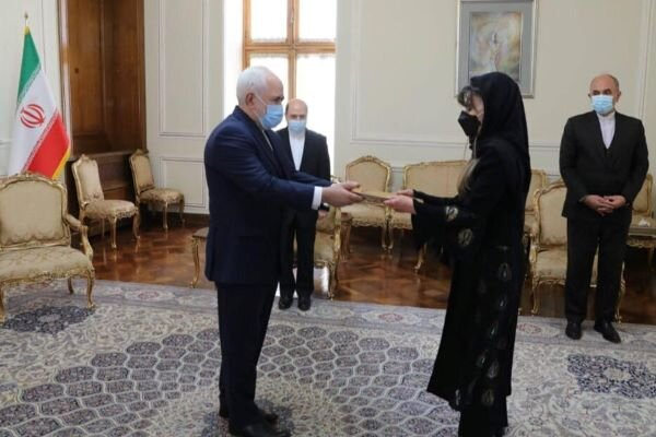 Bolivian envoy submits credentials to Foreign Min. Zarif
