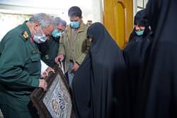 دیدار جانشین فرمانده کل سپاه با مادر شهیدان جنیدی