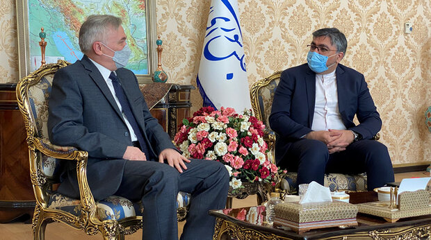 Tehran, Minsk confer on economic contacts