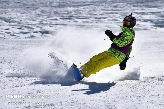 إيران تكسب المرکز الاول في المسابقات الدولية للتزلج الألبي