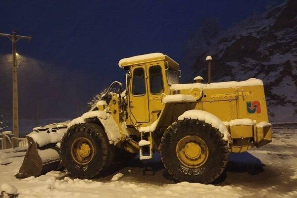 ۵۰ کیلومتر از محور اصلی آستارا درگیر برف / راهها برفی و باز است