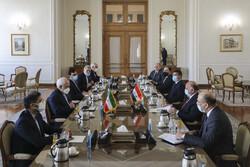 وزير الخارجية العراقي يلتقي ظريف في طهران