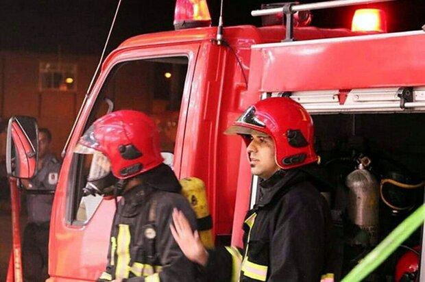 نجات ۲ نوجوان از میان آتش در کاشان