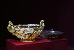 آثار تاریخی به ناروا در اختیار سلطنت طلبان بود