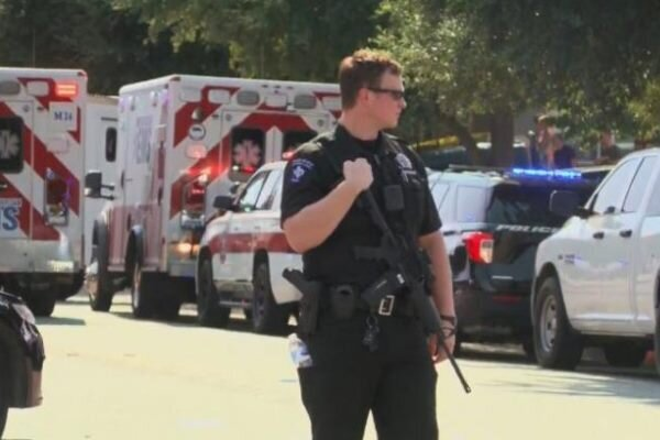 Three US police injured in an explosion in Kansas