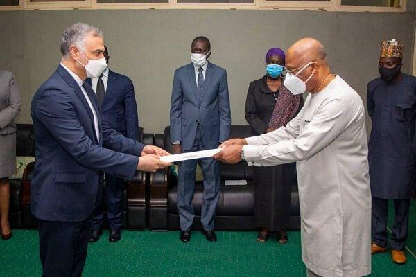 """السفير الإيراني لدى نيجيريا: يقدم كتاب اعتماده لرئيس منظمة """"أكواس"""""""