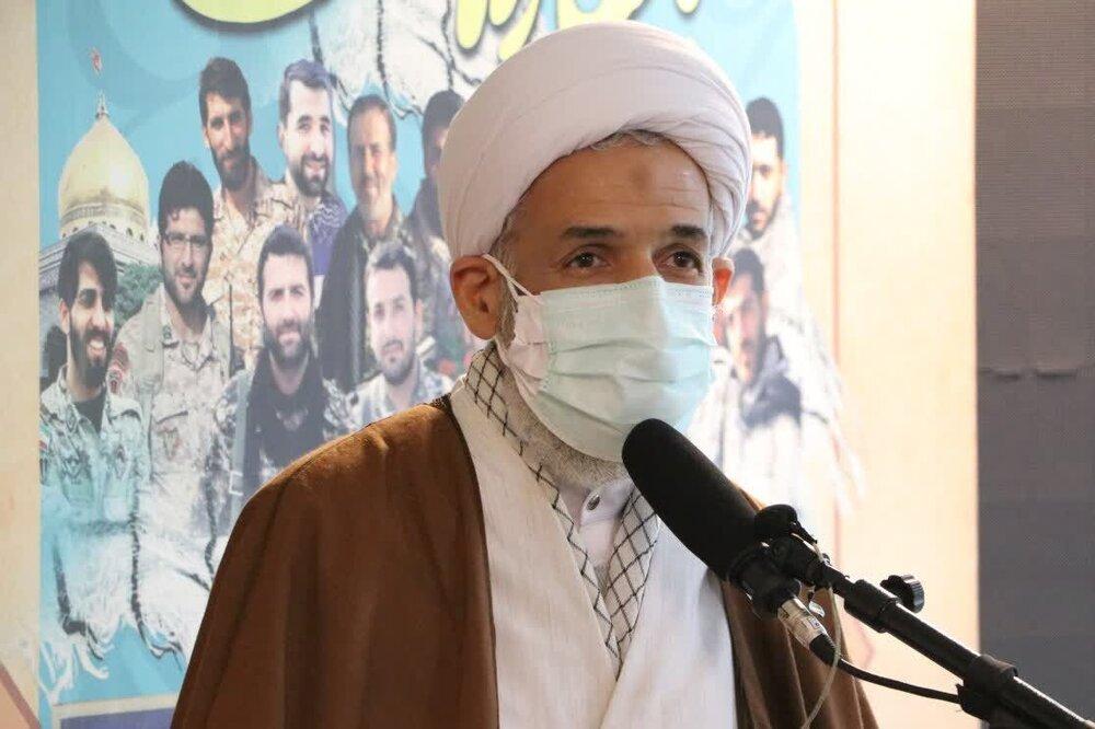 تفکر وفرهنگ انقلاب اسلامی را در جامعه برجسته کنیم
