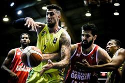 پیروزی تیم نفت آبادان بر نیروی زمینی در پلی آف لیگ برتر بسکتبال