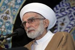 وزير الخارجية الإيراني ينعى رحيل رئيس مجلس الأمناء في تجمع العلماء المسلمين