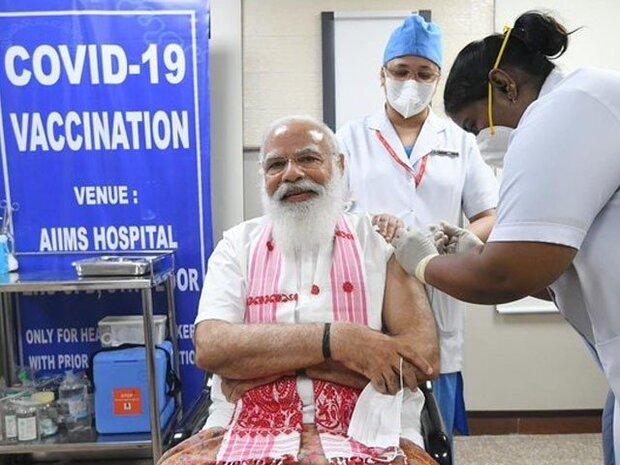 بھارتی وزیر اعظم نریندر مودی نے بھی کورونا ویکسین لگوالی