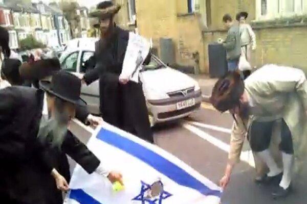 يهود أمريكا يحرقون العلم الاسرائيلي