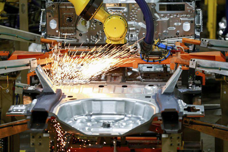 رشد تولید آمریکا کند شد / دلار افت کرد