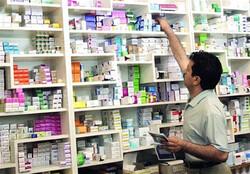 رصد ۷۱ داروخانه خصوصی و بیمارستانی/پایش کمبود تجهیزات پزشکی