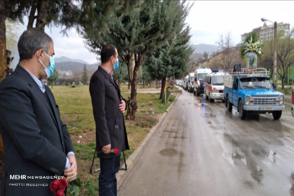 3710558 - مدافعان سلامت در سوگ شهیدی دیگر/ روند واکسیناسیون تسریع شود
