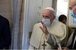 هدیه پاپ فرانسیس به یکی از فرماندهان حشد شعبی