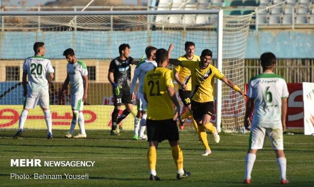 شکست سنگین الومینیوم اراک در  دیدار تیمهای فوتبال آلومینیوم اراک و سپاهان اصفهان