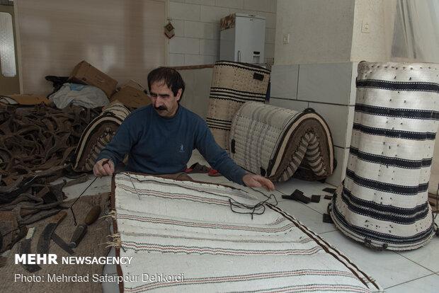 پالان از جنس پارچه وگونی ساخته میشود و داخل آن را باکاه پر میکنند. در اصطلاح به عمل ساخت پالان، پالاندوزی یا پالانگری گفته میشود.