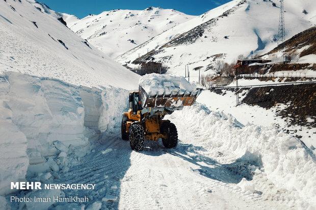 Snow plows clear roads in Iran's Hamedan province