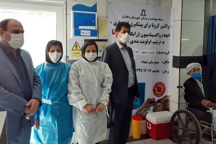 اولین واکسن کرونا در دهلران تزریق شد