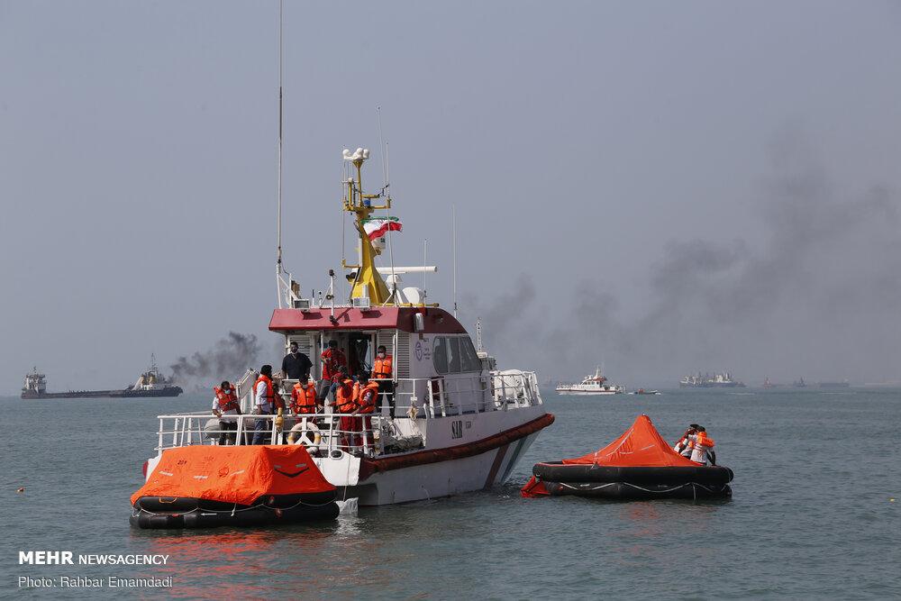 مانور امداد و نجات دریایی در بندرعباس