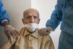 تبریز میں بزرگوں کو ویکسین لگانے کا آغاز