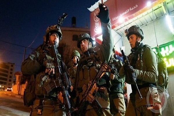 Two Palestinian youth severely wounded by Zionists in WB