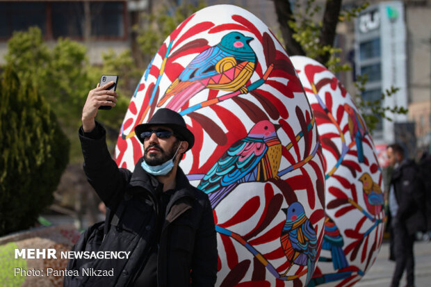 Painting Nowruz elements in Tehran