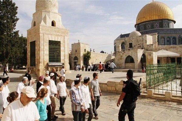 Zionist settlers raid Al-Aqsa Mosque again