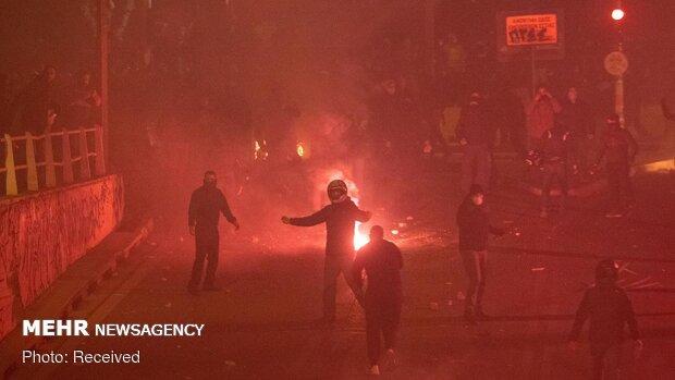 Atina'da polis şiddetini protesto eden göstericiler polis ile çatıştı