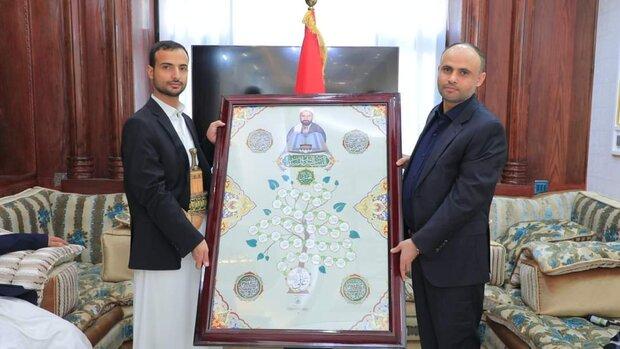 المشاط يمنح أسرة الشـهيد السید حسین الحوثي وسامي الشجاعة والشرف ويكرمهم بدرع القوات المسلحة